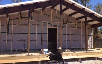 ¿Por qué es necesario aislar la cubierta de una casa de madera?